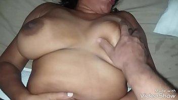 Novinha se masturbando e buceta babando