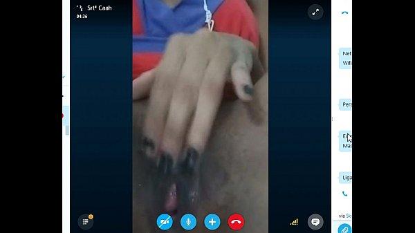 Caah putinha do skype batendo uma siririca
