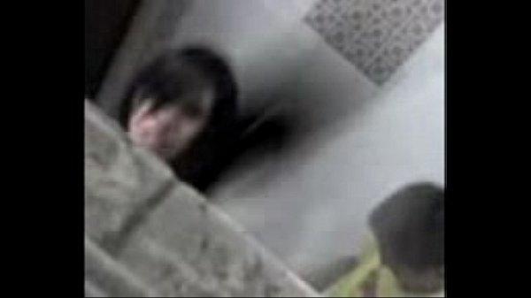 Casal flagrado transando no banheiro da festa