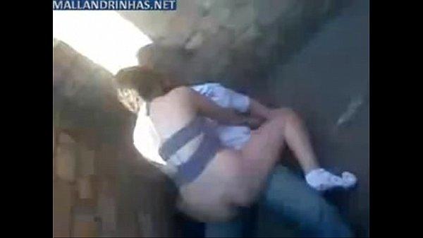 Casalzinho fazendo sexo em um beco