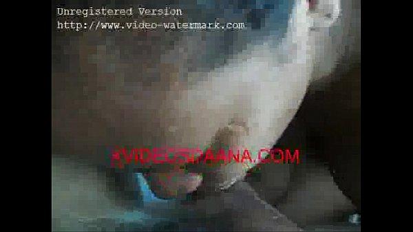 Novinha pretinha fazendo sexo com o amigo safado caiu na net