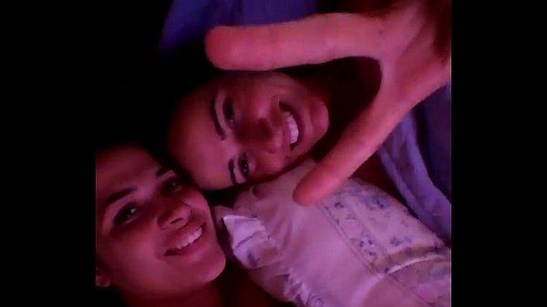 Namoradas lésbicas fizeram vídeo amador mostrando a pegação