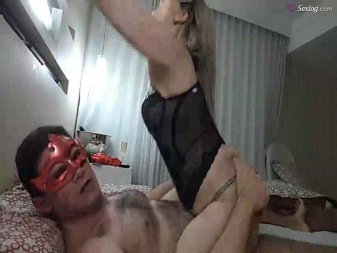 Casal mascarado fazendo sexo ao vivo na webcam