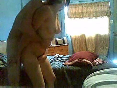 Gravou o sexo com a prima safada na casa dela