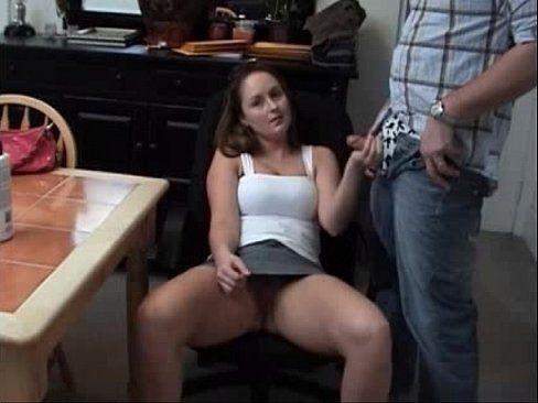 Gostosa sentou no pau do marido e abriu as pernas pra ele chupar seu grelinho