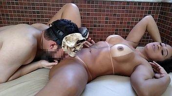 Cléo Cadillac fazendo ensaio sensual peladinha