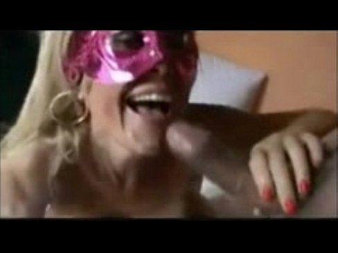 Casada puta fodeu de quatro e engoliu a porra do amante