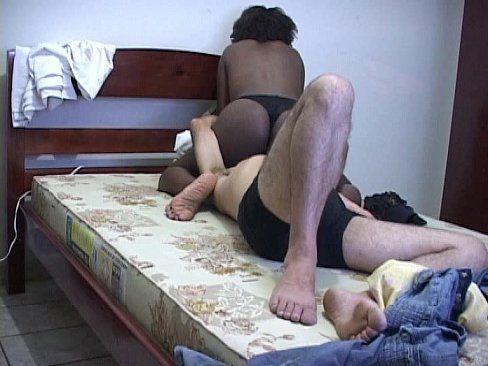 Sentando na cara do marido e botando a buceta na boca dele