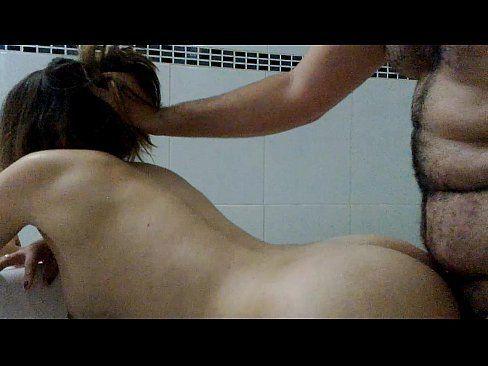 Esposa safadinha fazendo filme porno caseiro com o marido
