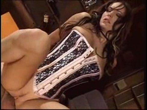 Gostosa cavalgando na rola com a buceta apertadinha