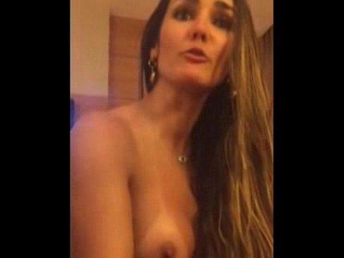 Carol Muniz pelada depois do sexo caiu na net samba porno