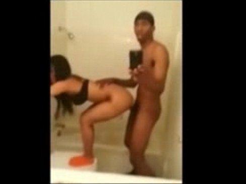 Ninfeta safada fazendo sexo com a bundinha empinada Samba Porno