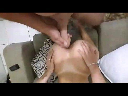 Magrinha tomando surra de piroca na buceta e no cuzinho no sexo anal