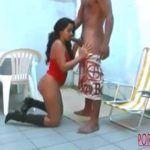 Uma  mulher gemendo muito enquanto toma de seu macho