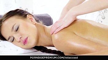 Jovem novinha em um sexo vidios dando gostoso