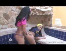 Morena menina metendo com sua amiga lesbica