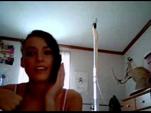 Mulher batendo punheta na frente da webcam