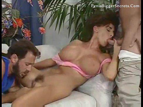 Rapazes fazem sexo com a vizinha safada