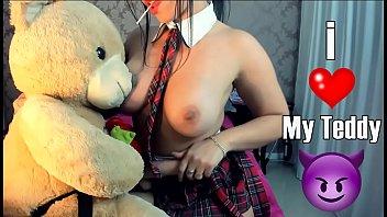 Safada novinha na frente da webcam se exibindo