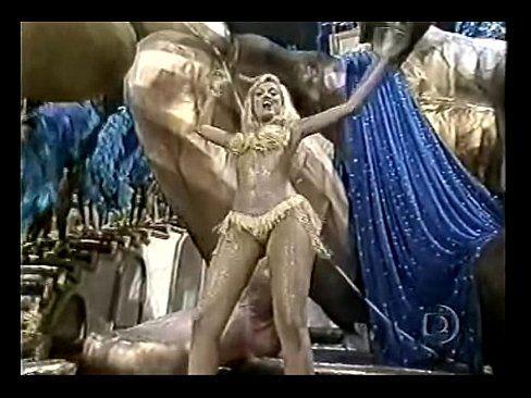Loira ellen roche nua no carnaval sambando