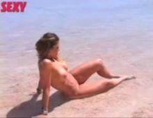 Na praia sheila mello nua toda gata