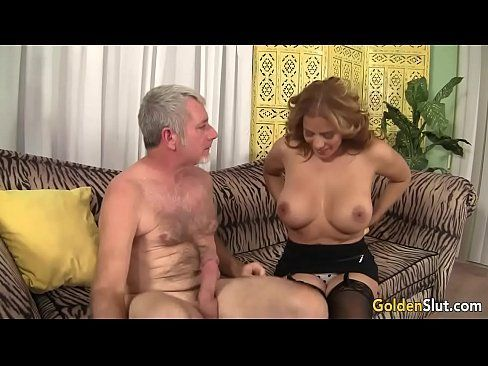 Morena coroas bucetudas em sexo quente