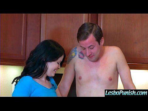 Novinha na cozinha faz vidioporno com o tio