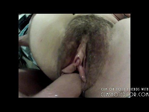 Rola dura comendo o bucetao peludo