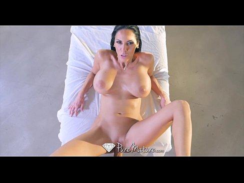 Bela mulher do ret tub em sexo com seu massagista