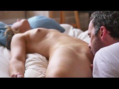 Fazendo cenas de sexo oral na namorada novinha