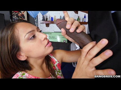 Novinha no video de sequiso encara a rola negra