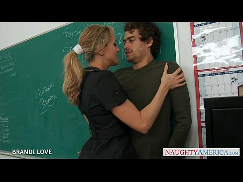 Loira professora dando para aluno na faculdade