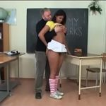 Na faculdade professor faz videos porno amador com a negra gata