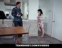 Jovem cadela fazendo sexográtis com seu namorado