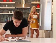 Loira dando para o jovem no porno cunhada