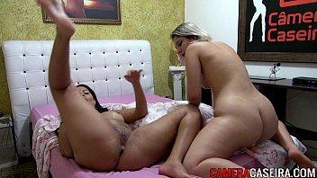 Duas mulheres no porno ixxx  se tocando