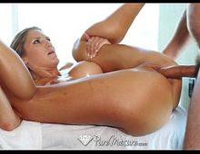 Pelada coroastv em sexo com o massagista