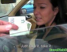 Safada no video de novinha gozando por dinheiro