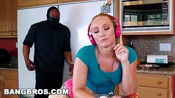 Assistir xvideo com bandido comendo loira