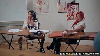 Mulher safada do www.tv bucetas.com fodendo na escola