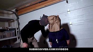 Uma safada colega do sampa pono fodendo na garagem