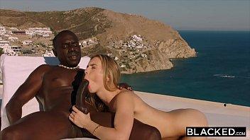 Novinha  de ferias co o negro no sexointerracial