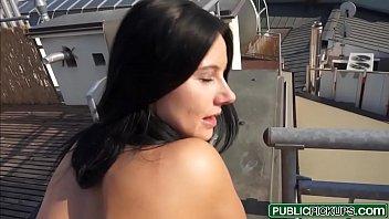 Boa novinha safada dando a bucetinha em sexo