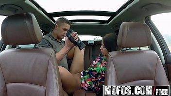 Sexoquente de safada dando dentro do carro
